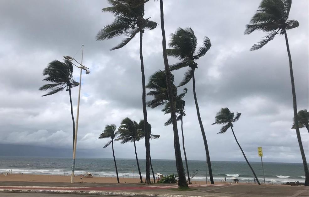 Em Salvador, as temperaturas devem variar entre mínimas de 22º C e máximas de 29ºC. — Foto: Valma Silva