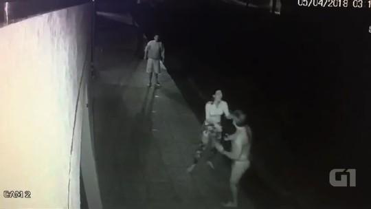 Servidora pública acusada de matar companheiro a facada passa por audiência, em Itauçu