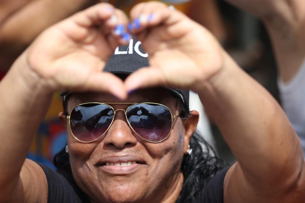 Fantasia de policial foi escolha da foliona para o Galo da Madrugada — Foto: Aldo Carneiro/Pernambuco Press