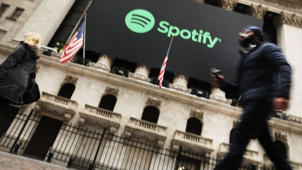 Logo do Spotify na bolsa de Nova York. Empresa abriu capital em abril de 2018 (Foto: Spencer Platt/Getty Images)