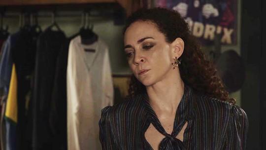 Tânia se surpreende com Gabriela em sua casa e pergunta: 'O que você está fazendo aqui?'