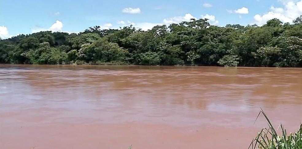 Nível do Rio Vermelho subiu e está sendo monitorado pela Defesa Civil — Foto: TVCA/Reprodução