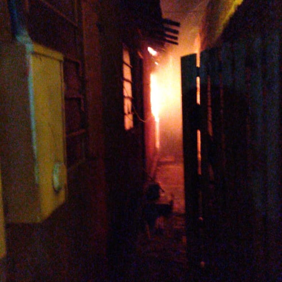 Casa onde morava suspeito de matar menina com 13 facadas pegou fogo em Chavantes — Foto: Arquivo pessoal