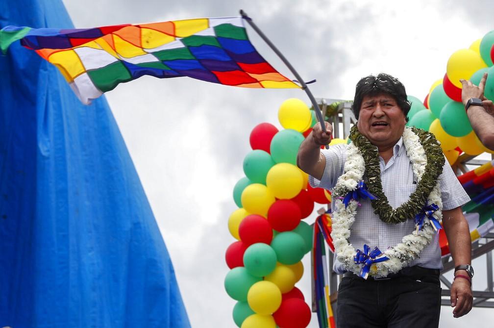 Evo Morales chega a cidade de Chimore, em Cochabamba, um ano depois de ter se exilado fora da Bolívia nesta quarta-feira (11). — Foto: AP Photo/Juan Karita
