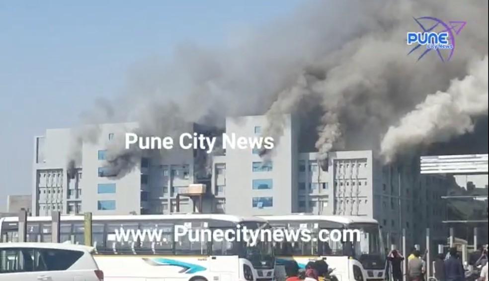 Incêndio em uma unidade do Instituto Serum, na Índia — Foto: Reprodução/Reuters