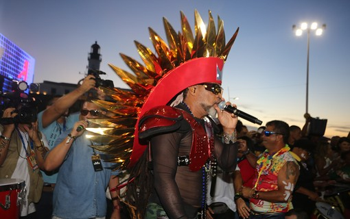 Carlinhos Brown abre o carnaval de Salvador