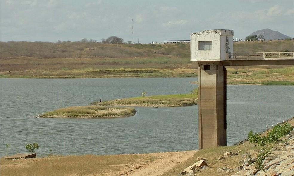 Açudes que abastecem o Ceará estão com menos de 10% da capacidade de armazenamento (Foto: TV Verdes Mares/Reprodução)