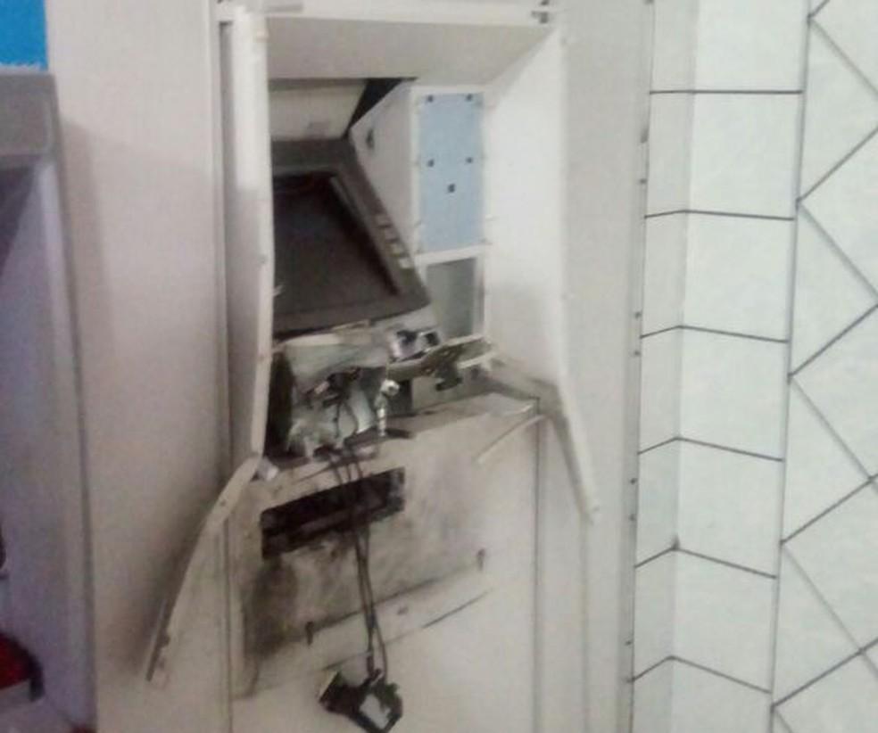 Caixa eletrônico de posto bancário de Glória do Goitá foi alvo de bandidos na madrugada desta quinta-feira (5) (Foto: WhatsApp/Reprodução)