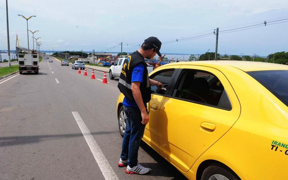 Fiscais da Arsam cobrarão taxas nas saídas de Manaus para taxistas e demais operadores do transporte rodoviário intermunicipal de passageiros (Foto: Arsam/Divulgação)