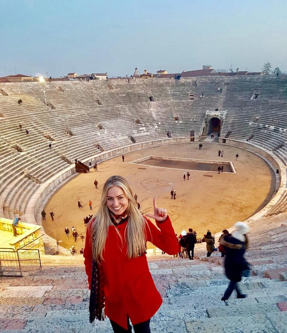 Paula escreveu sua inicial e a de Daniel na Arena de Verona, na Itália — Foto: Arquivo Pessoal