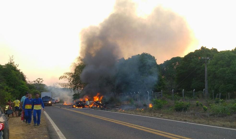 Acidente grave na tarde deste domingo, em Açailândia (Foto: Divulgação / PRF)