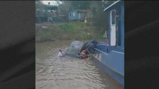 Casal é resgatado enquanto carro afunda no Rio Jacuí, em Triunfo (RS)