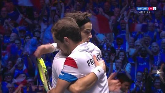 França vence nas duplas, vira sobre a Bélgica e fica a um passo do título na Davis