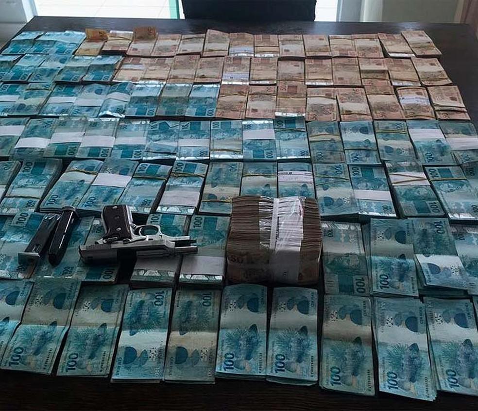 Dinheiro apreendido durante a Operação Offerus, na Bahia (Foto: Divulgação/Polícia Federal)
