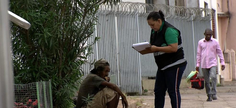 A maioria da população de rua é de homens jovens com idade entre 22 e 31 anos — Foto: TVCA/ Reprodução