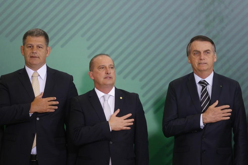 Da esquerda para a direita: Gustavo Bebianno (Secretara-Geral), Onyx Lorenzoni (Casa Civil) e o presidente Jair Bolsonaro — Foto: Dida Sampaio/Estadão Conteúdo