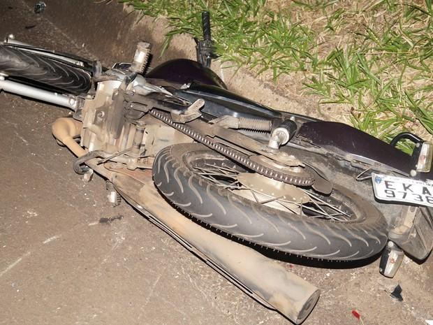 Motociclista de 21 anos bateu na traseira de um caminhão quebrado (Foto: Antonio Naressi/Arquivo Pessoal)