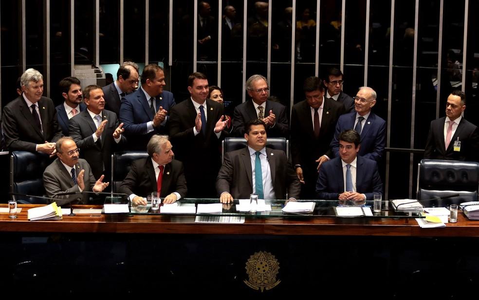 O ministro da Economia, Paulo Guedes, acompanha votação da reforma da Previdência no Senado, na tarde desta terça-feira (22). — Foto: Cláudio Reis/Framephoto/Estadão Conteúdo