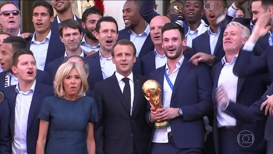 França e Croácia chegam em casa com muita festa