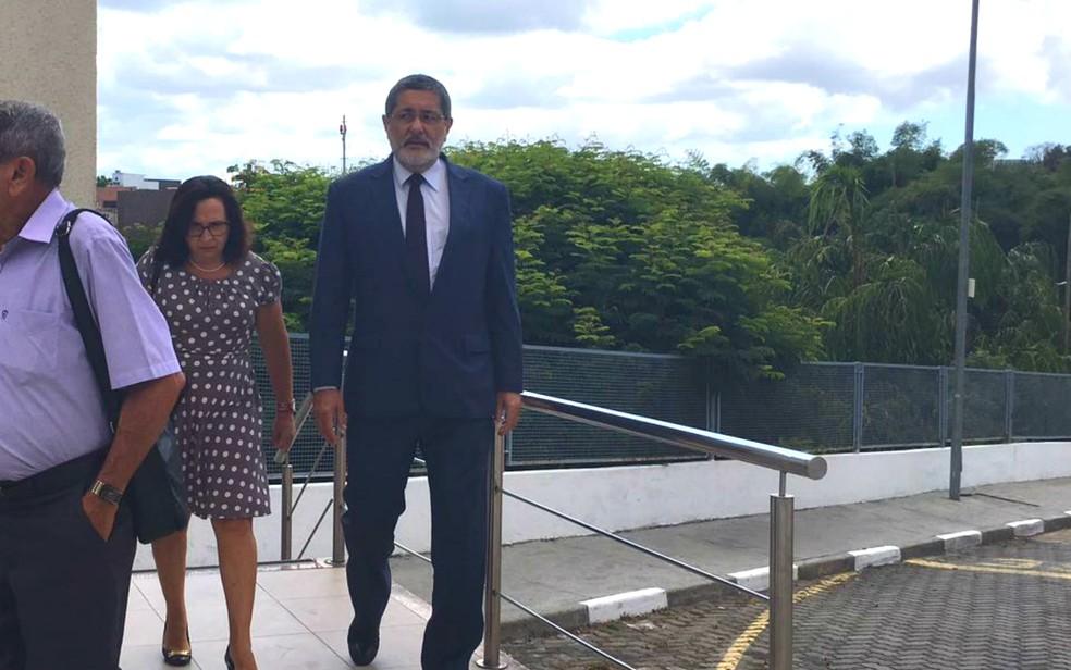 Gabrielli chegou à sede da Justiça Federal acompanhado da advogada (Foto: Juliana Almirante/G1 Bahia)