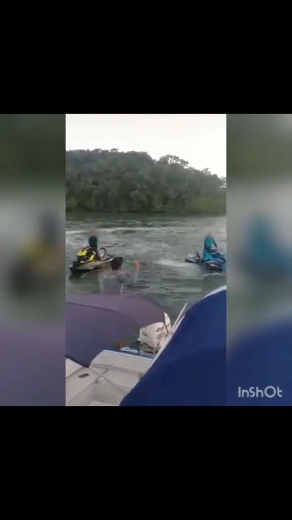 Vídeo mostra briga entre ocupantes de lanchas e motos aquáticas no mar; Capitania dos Portos de SC apura o caso