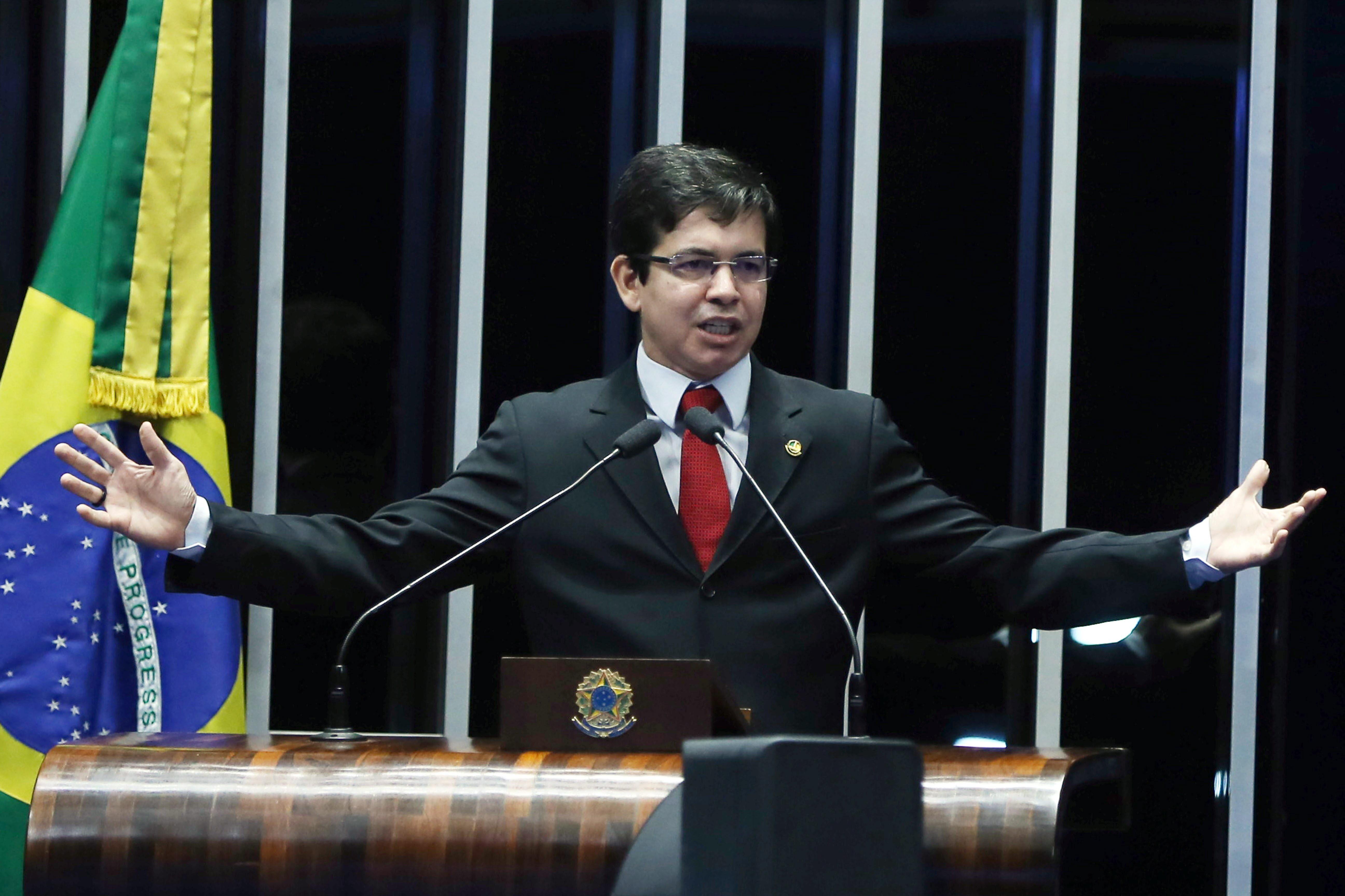 O senador Randolfe Rodrigues em plenário