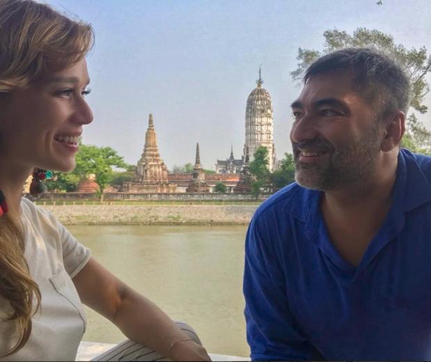 Mariana Ximenes e o aniversariante Zeca Camargo nas ruínas de Ayutthaya, próximo a Bangkok, na Tailândia (Foto: reprodução Instagram)
