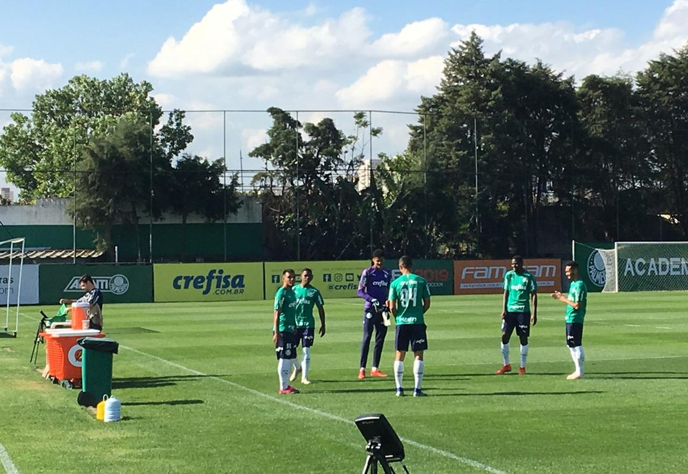 Palmeiras volta a ter titulares em campo e inicia preparação para decidir vaga contra o Grêmio