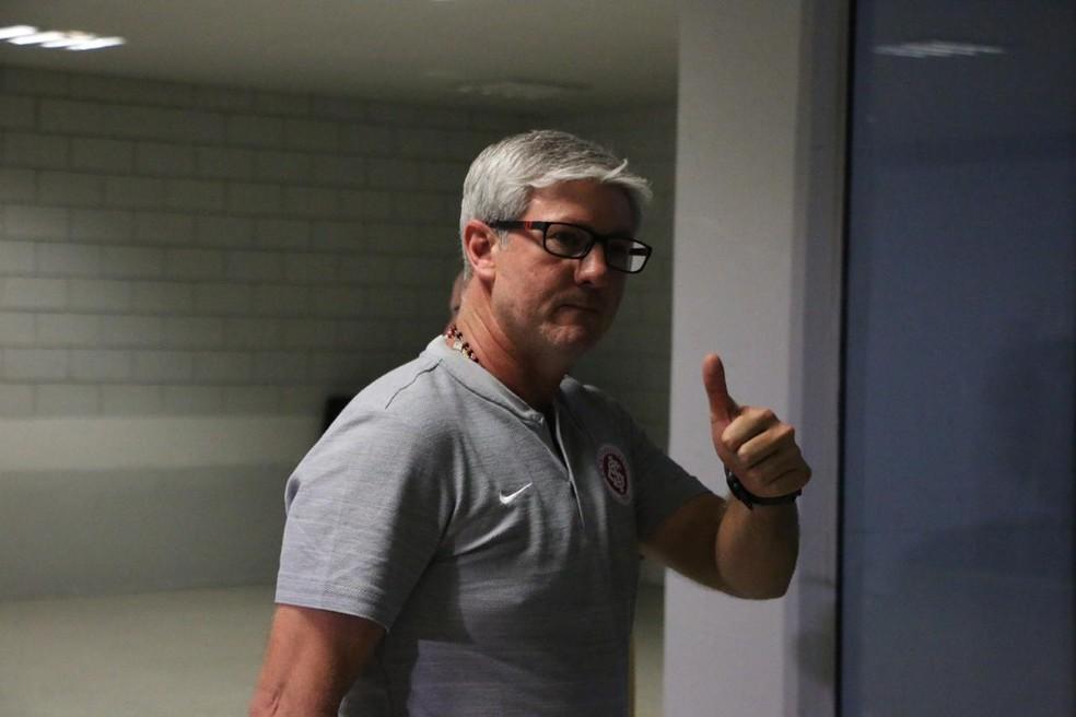 Técnico Odair Hellmmann mostra confiança na reversão da derrota em Curitiba — Foto: Eduardo Deconto