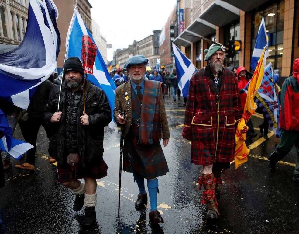 Escoceses favoráveis à independência no dia das eleições no país, em 6 de maio de 2021 — Foto: Russell Cheyne/Reuters