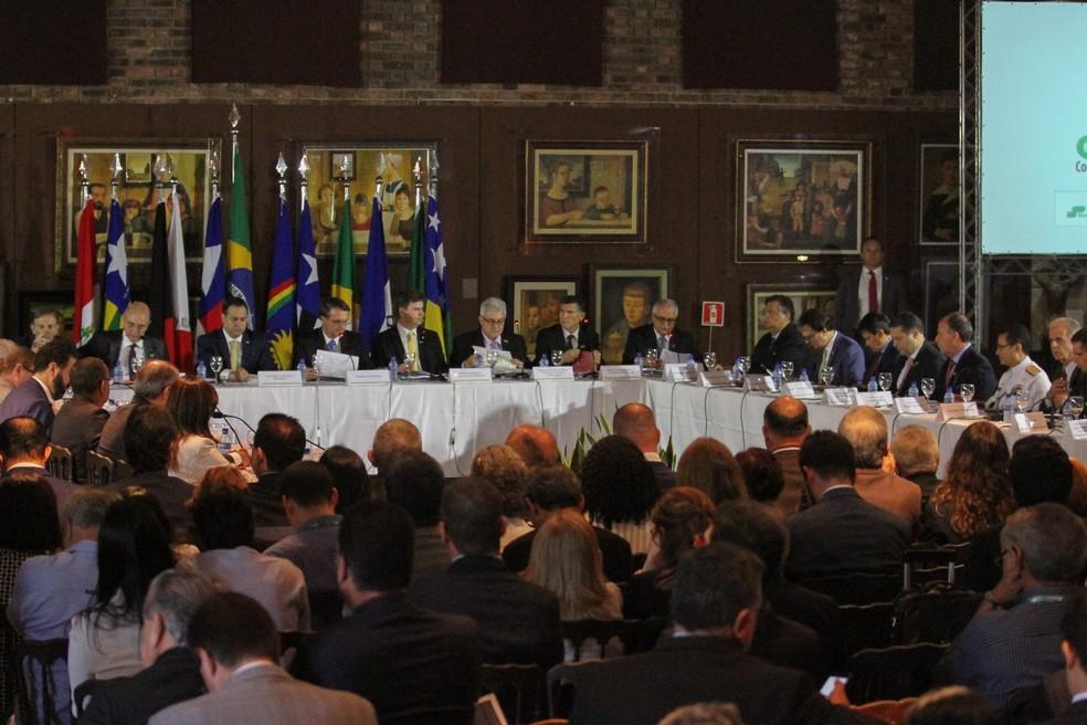 Além do presidente, reunião contou com a presença de dez governadores e dois ministros — Foto: Marlon Costa/Pernambuco Press