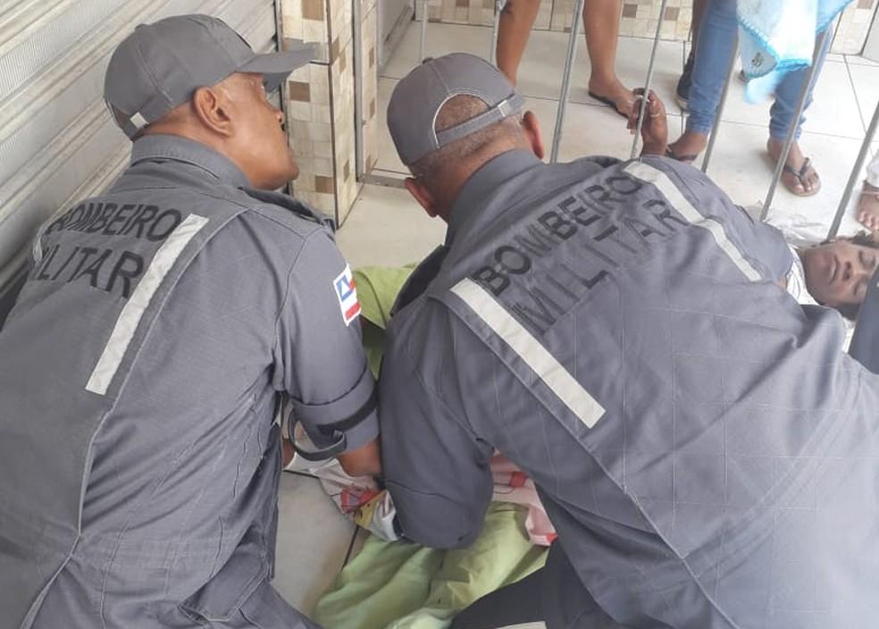 Situação ocorreu no bairro do Tororó, em Salvador — Foto: Bombeiros militares