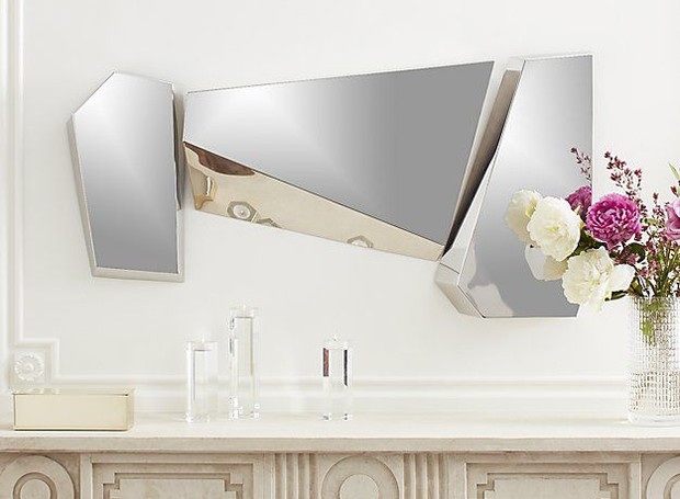 O espelho assimétrico traz um toque moderno (Foto: CB2/ Reprodução)