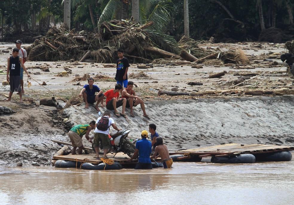 Tempestade causa inundações no sul das Filipinas (Foto: Richel V. Umel/Reuters)