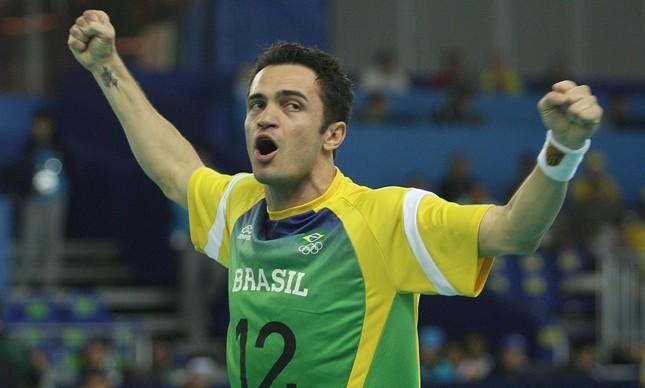 Falcão liderou o Brasil na conquista da medalha de ouro nos Jogos Pan-americanos de 2007: ala vibra em jogo contra Cuba