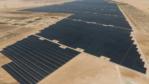 Resultado de imagem para Noor Abu Dhabi solar