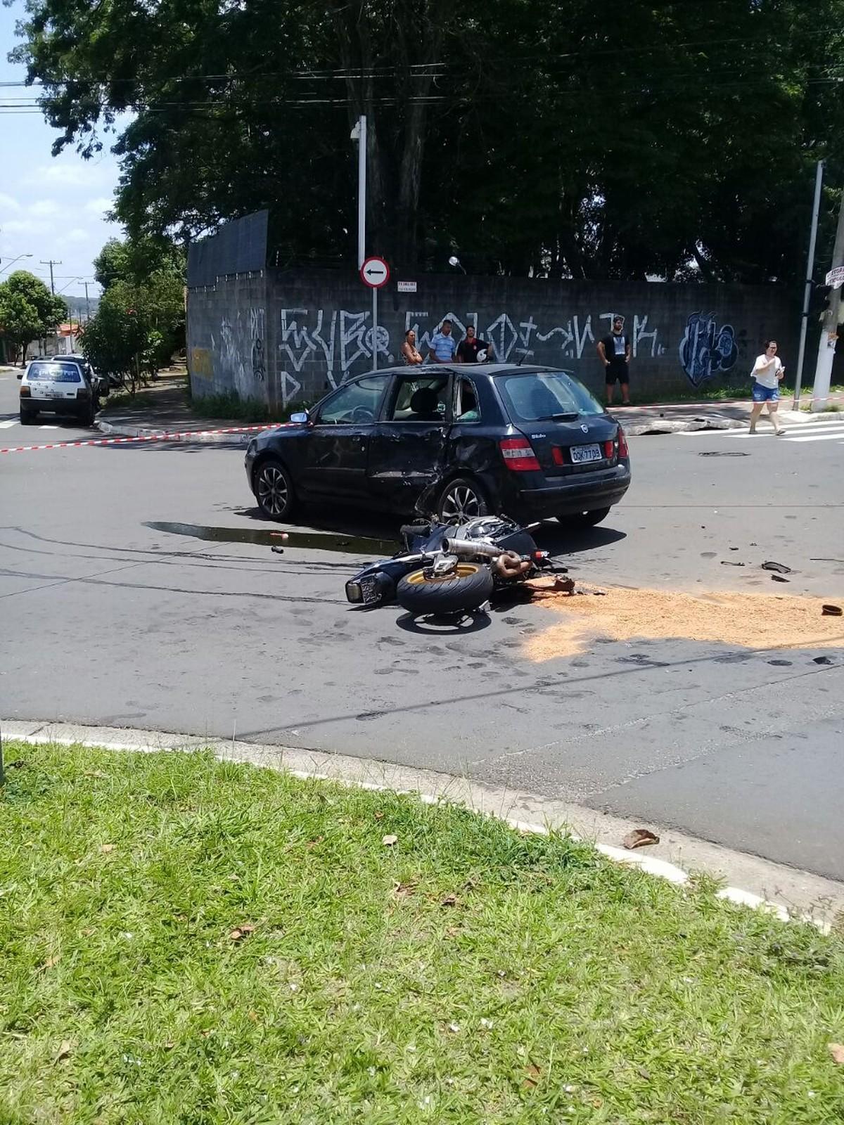 Colisão entre carro e moto deixa policial ferido em Hortolândia