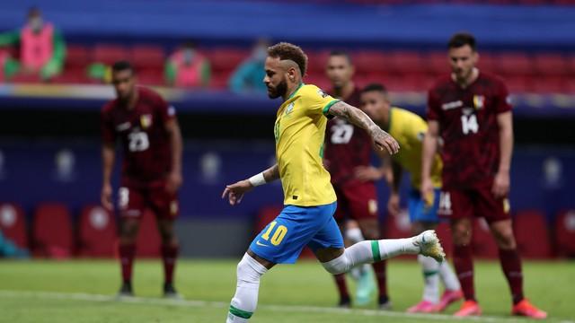 Neymar cobra pênalti e fica a 10 gols de alcançar Pelé