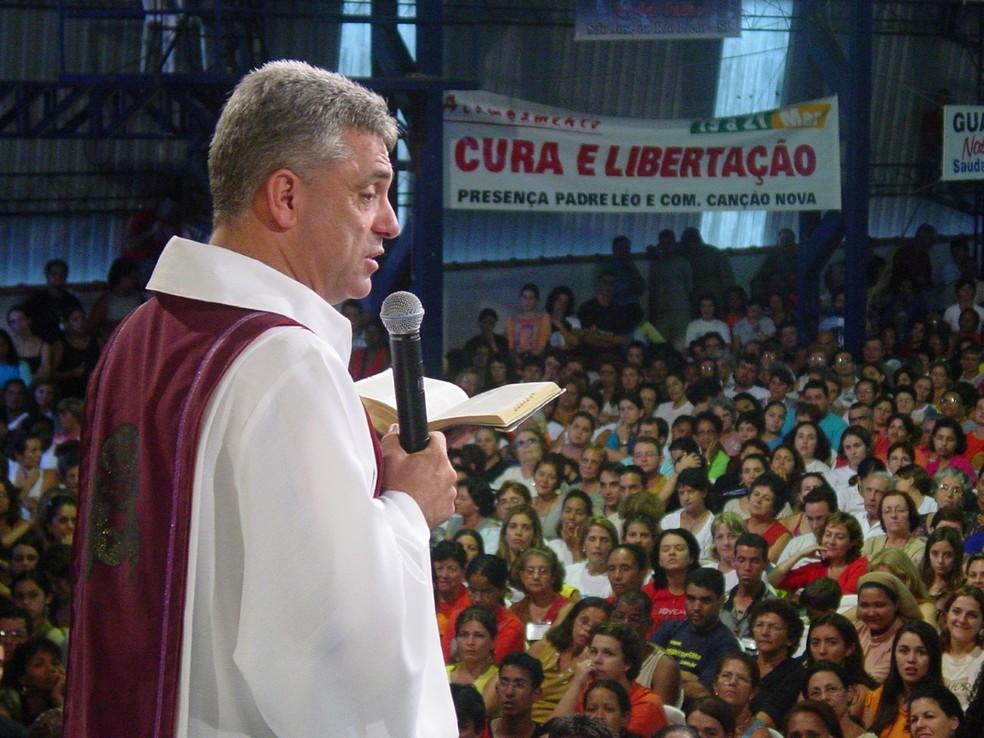 Padre Léo acumula relatos de fiéis de graças alcançadas, cura de doença e conversões — Foto: Canção Nova/ Arquivo
