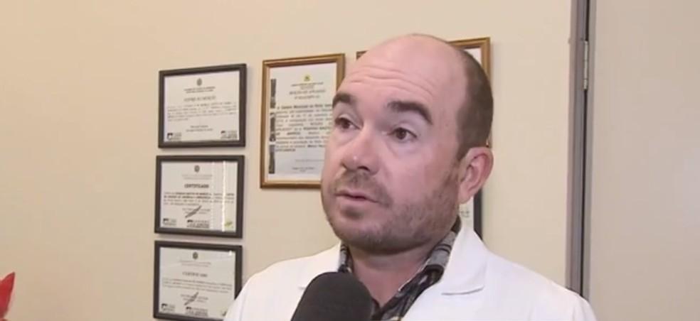 Médico Rodrigo Bastos descartou possibilidade de amputação.  — Foto: Reprodução/Rede Amazônica