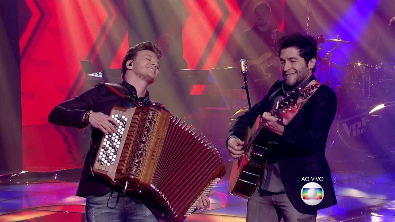 Michel Teló e Daniel cantam 'Romaria'