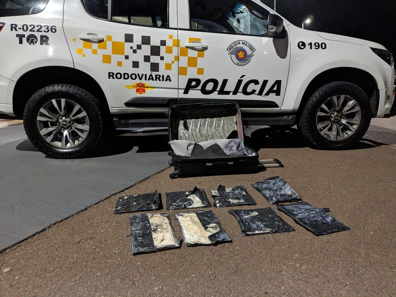 Boliviana é flagrada transportando pasta base de cocaína em ônibus e acaba presa em flagrante