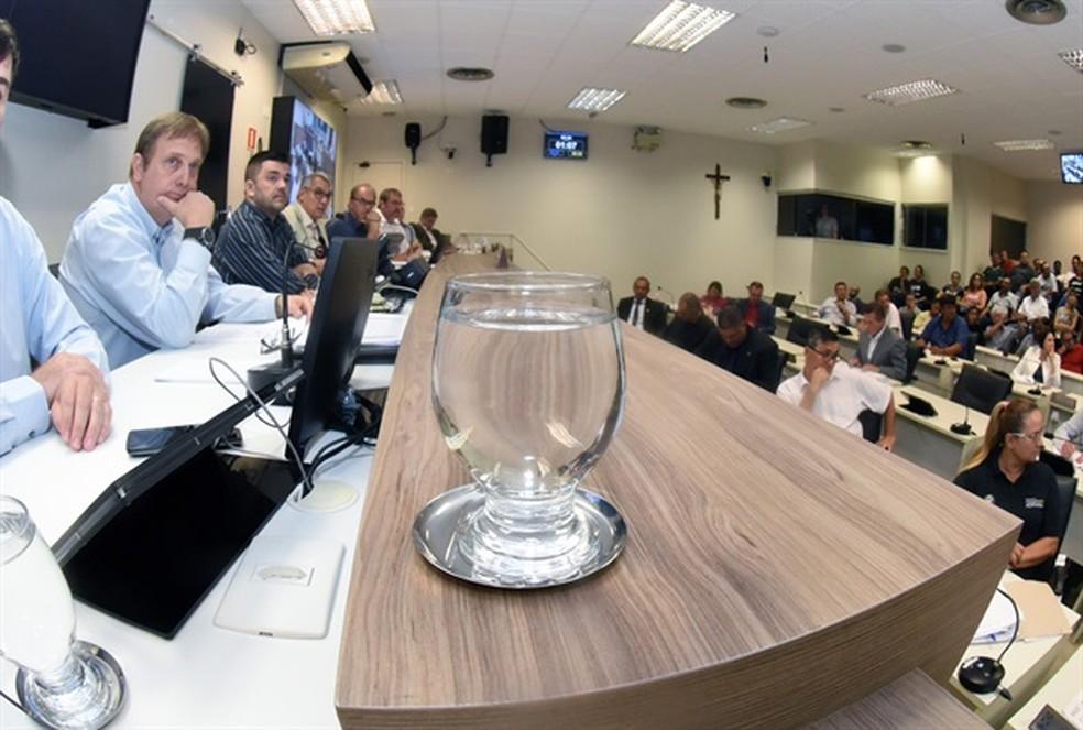 Audiência pública com o Semae discutiu problemas no abastecimento de Piracicaba — Foto: Davi Negri/Câmara de Piracicaba