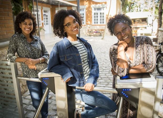 Roberta Santiago, Heslaine Vieira e Ju Colombo nos bastidores de 'Malhação' (Foto: Divulgação/TV Globo)