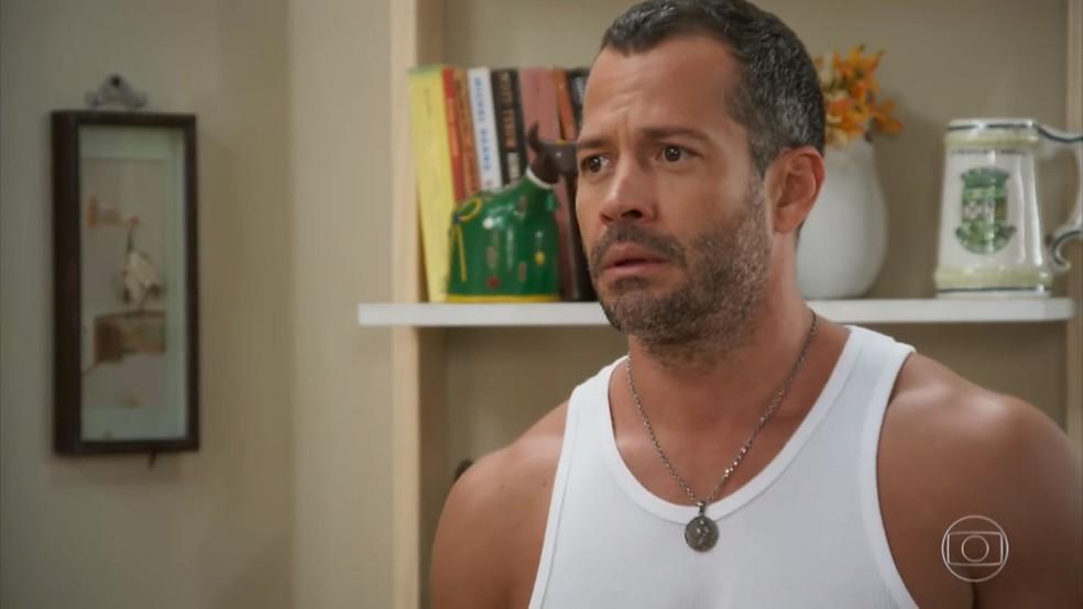 Apolo (Malvino Salvador) fica desolado com a reação de Tancinha (Mariana Ximenes) às suas ofensas em 'Haja Coração' — Foto: Globo