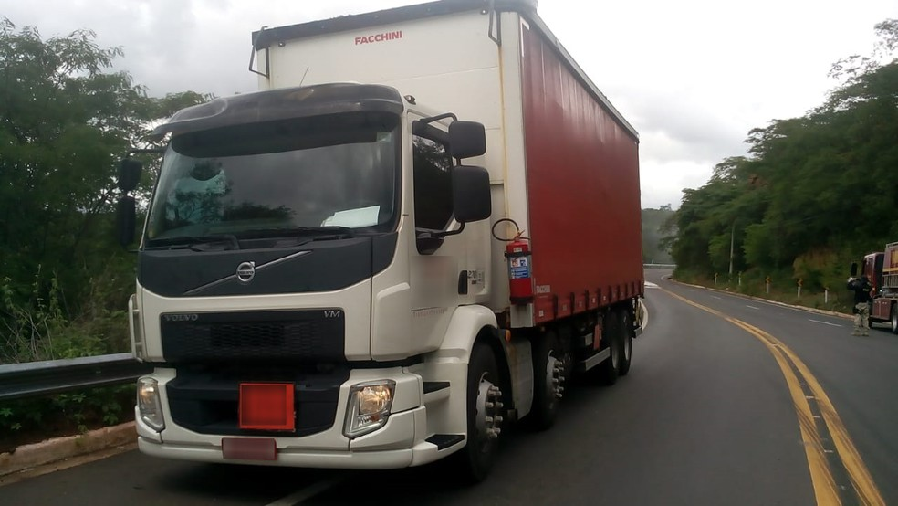 Tanques carregados de peróxido de hidrogênio se desprenderam de caminhão na BR-316, no Piauí — Foto: Divulgação/ Corpo de Bombeiros