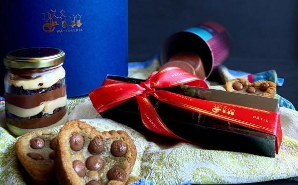 Cesta da Sin: bolo no pote, bombons de chocolate belga recheados