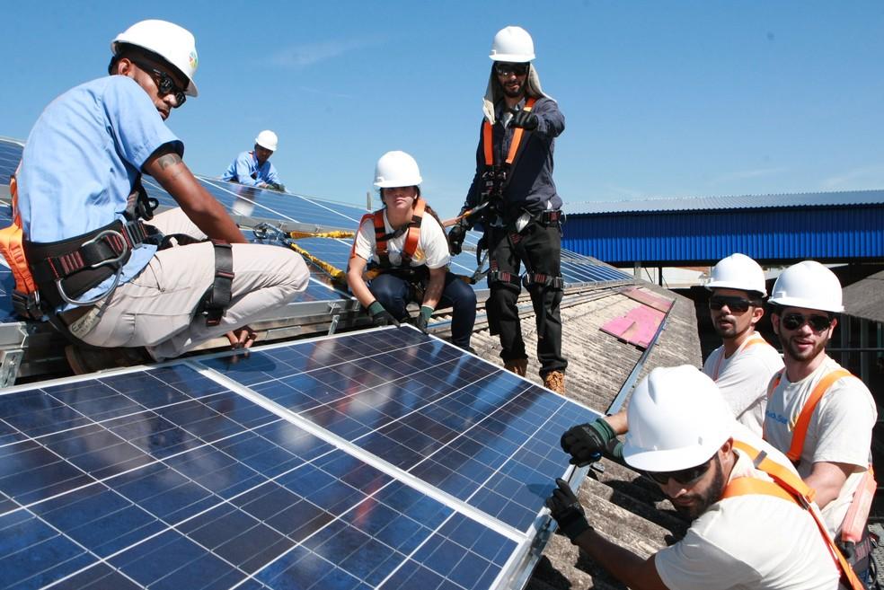 Placas fotovoltaicas são instaladas em escola de Minas. — Foto: Prefeitura de Uberlândia/Divulgação