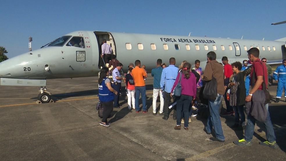 Avião da Força Aérea Brasileira saiu de Boa Vista com destino a Salvador — Foto: Reprodução/ Rede Amazônica Roraima