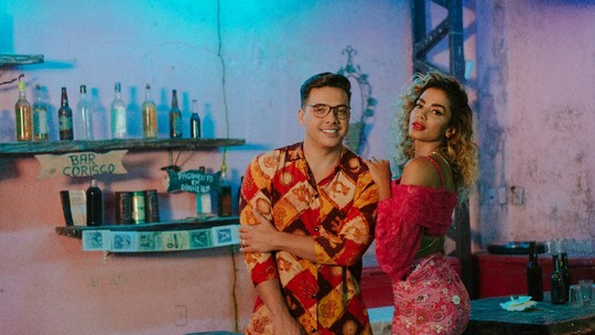 Wesley Safadão fala dos bastidores do novo clipe com Anitta: 'Ela come muito'